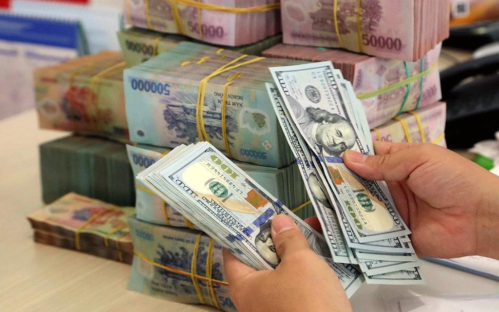"""Tỷ giá USD tự do """"nhảy vọt"""" tiệm cận 24.000 VND/USD, USD """"chạy"""" ra chợ đen? - Ảnh 3."""