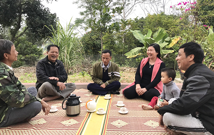 Nụ cười của người dân Văn Lang sau một ngày lao động vất vả.