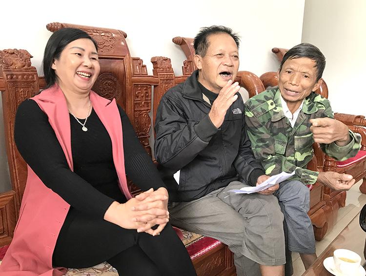 """Người dân làng Văn Lang hào hứng thể hiện """"đặc sản"""" truyện cười quê hương mình."""