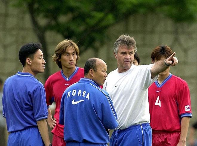Cầu thủ Hàn Quốc mất suất đá chính tại World Cup 2002 vì... ôm thầy Park - Ảnh 1.