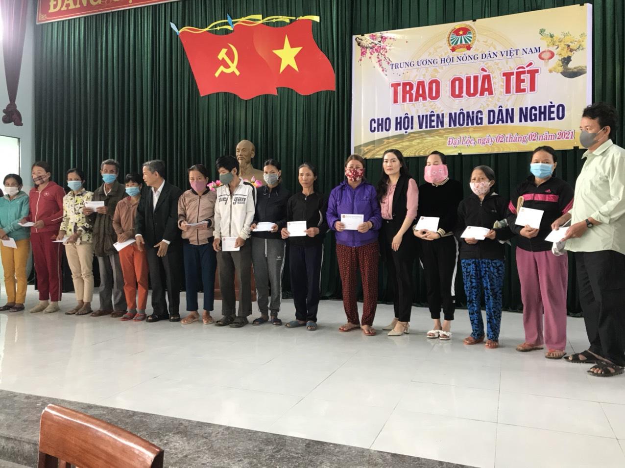 Quảng Nam: Mang xuân đến với bà con nông dân xứ Quảng - Ảnh 1.