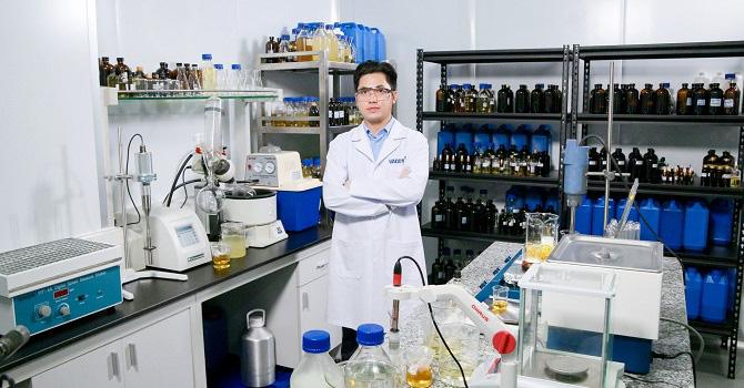 Người Việt làm khẩu trang diệt vi rút corona đầu tiên trên thế giới - Ảnh 2.