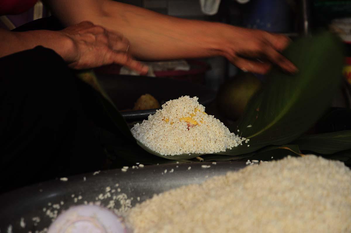 Bánh chưng Tranh Khúc, ngày gói 10.000 chiếc, thu tiền trăm triệu - Ảnh 7.