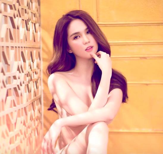 Ngọc Trinh lại gây tranh cãi vì clip bán nude khoe thân quá đà - Ảnh 4.