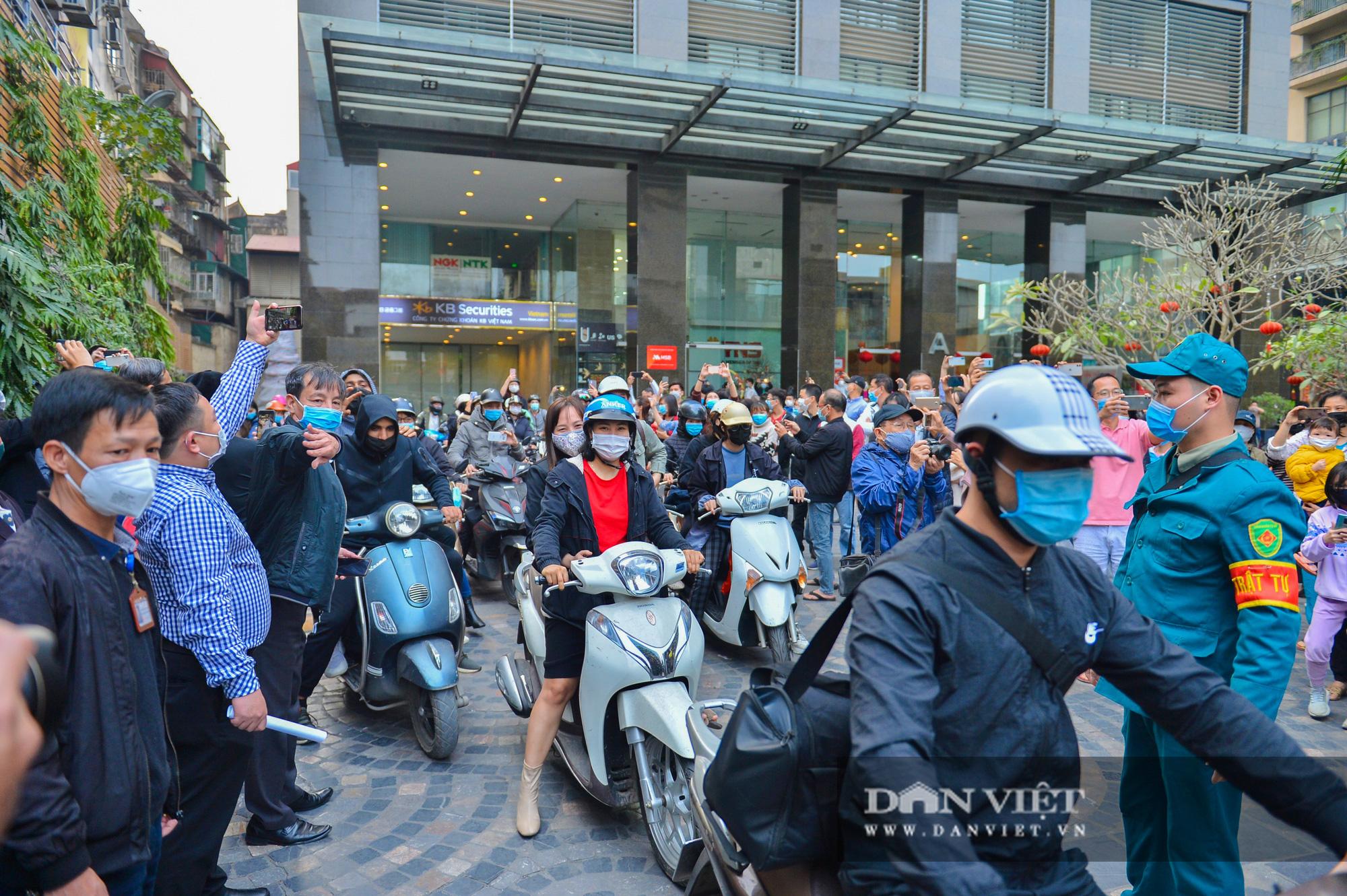 Dỡ cách ly cho gần 1.000 cư dân tại số 88 Láng Hạ - Ảnh 9.