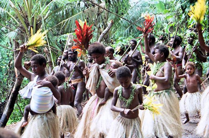"""Lễ hội Nagol đặc sắc với những chàng trai Vanuatu bán khỏa thân thực hiện cú nhảy """"tử thần"""" - Ảnh 1."""