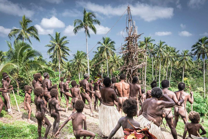 """Lễ hội Nagol đặc sắc với những chàng trai Vanuatu bán khỏa thân thực hiện cú nhảy """"tử thần"""" - Ảnh 2."""