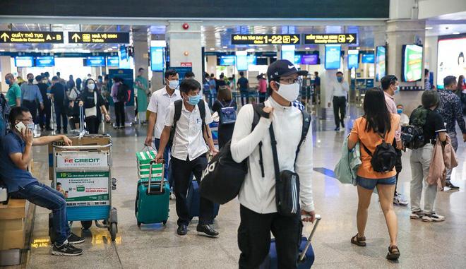 Giá vé bay Tết các hãng Vietnam Airlines, Vietjet, Bamboo Airways bất ngờ tăng dựng đứng, không còn thấp kỷ lục - Ảnh 1.