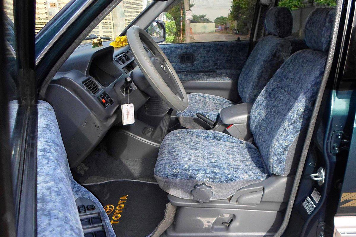 Không gian hàng ghế trước Toyota Zace 2005 1