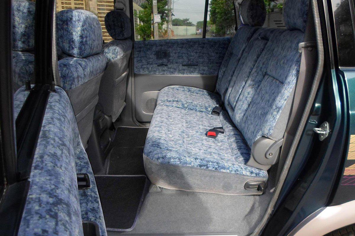 Không gian hàng ghế sau Toyota Zace 2005 1