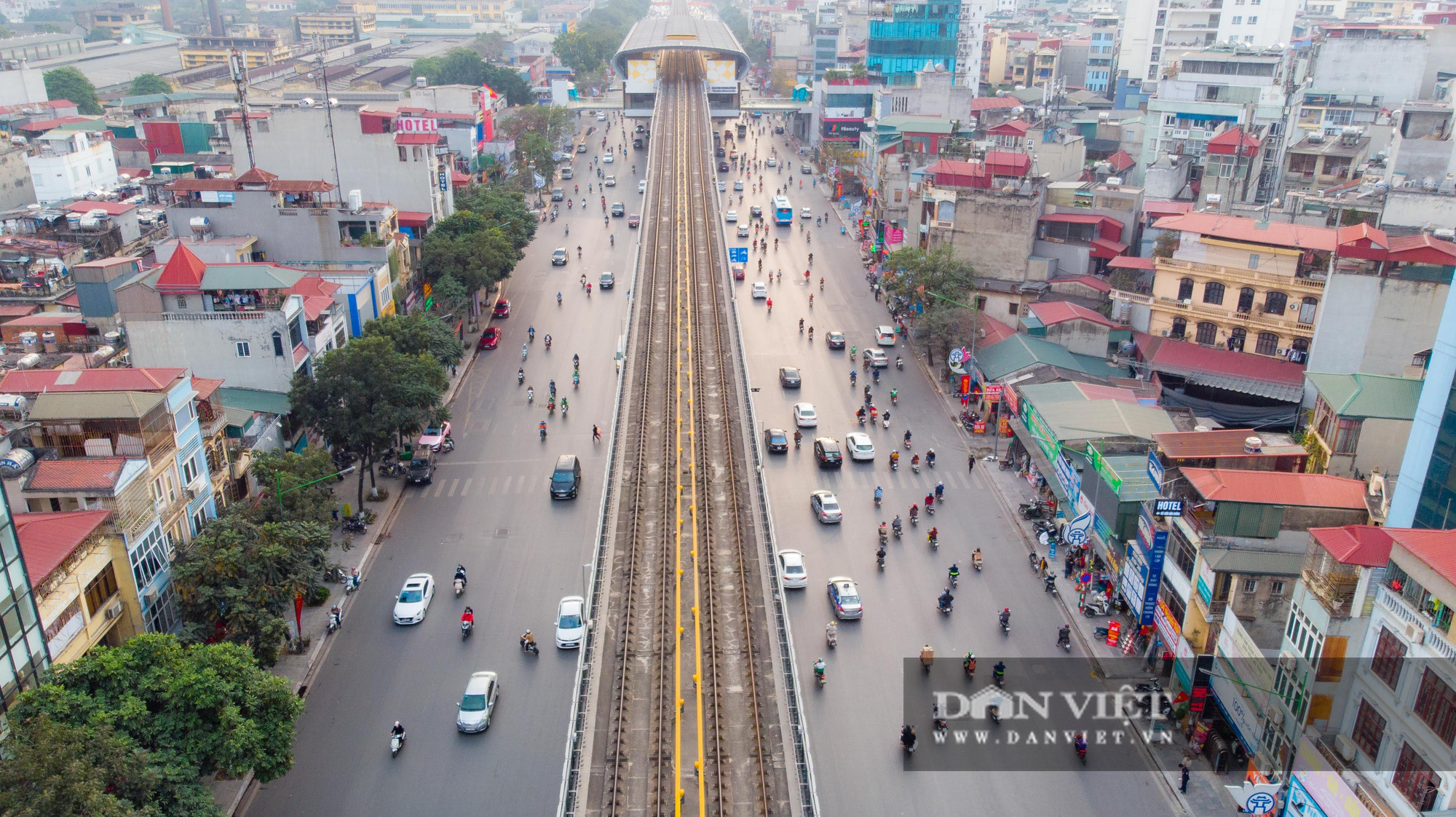 Giao thông Hà Nội thông thoáng, bến xe vắng vẻ chưa từng thấy - Ảnh 7.