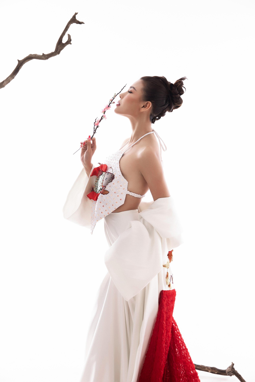 Thúy Diễm hóa nàng xuân quyến rũ dưới bàn tay của nhiếp ảnh gia – đạo diễn Lê Thiện Viễn - Ảnh 4.