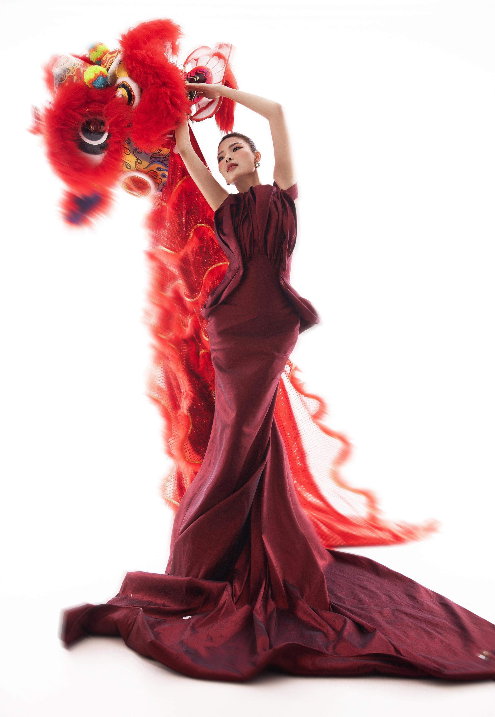 Thúy Diễm hóa nàng xuân quyến rũ dưới bàn tay của nhiếp ảnh gia – đạo diễn Lê Thiện Viễn - Ảnh 2.