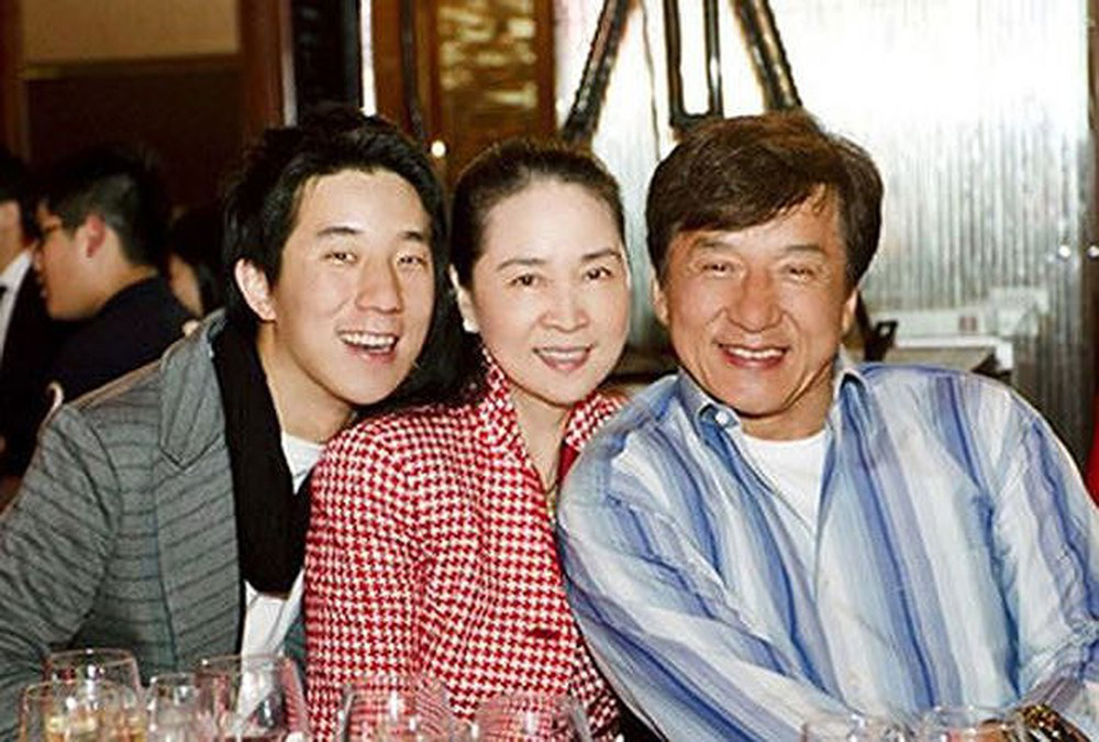 Thành Long sở hữu 400 triệu USD: Con trai nghiện ngập, con gái tự tử - Ảnh 2.