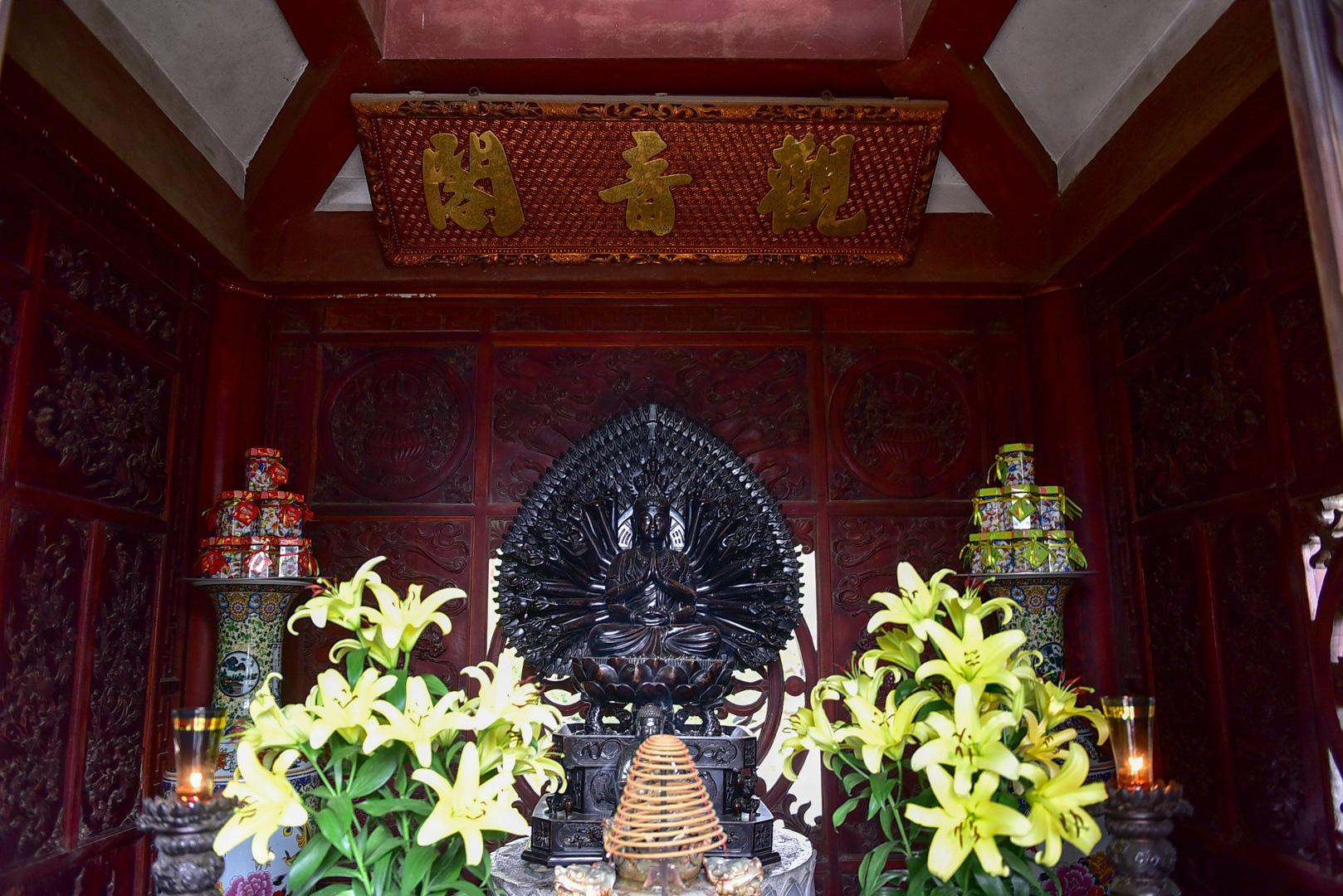 Tượng Phật từ đá quý nguyên khối trong ngôi chùa nghìn năm tuổi ở Hà Nội - Ảnh 9.