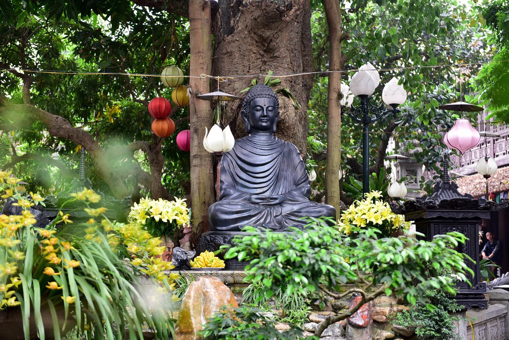 Tượng Phật từ đá quý nguyên khối trong ngôi chùa nghìn năm tuổi ở Hà Nội - Ảnh 8.