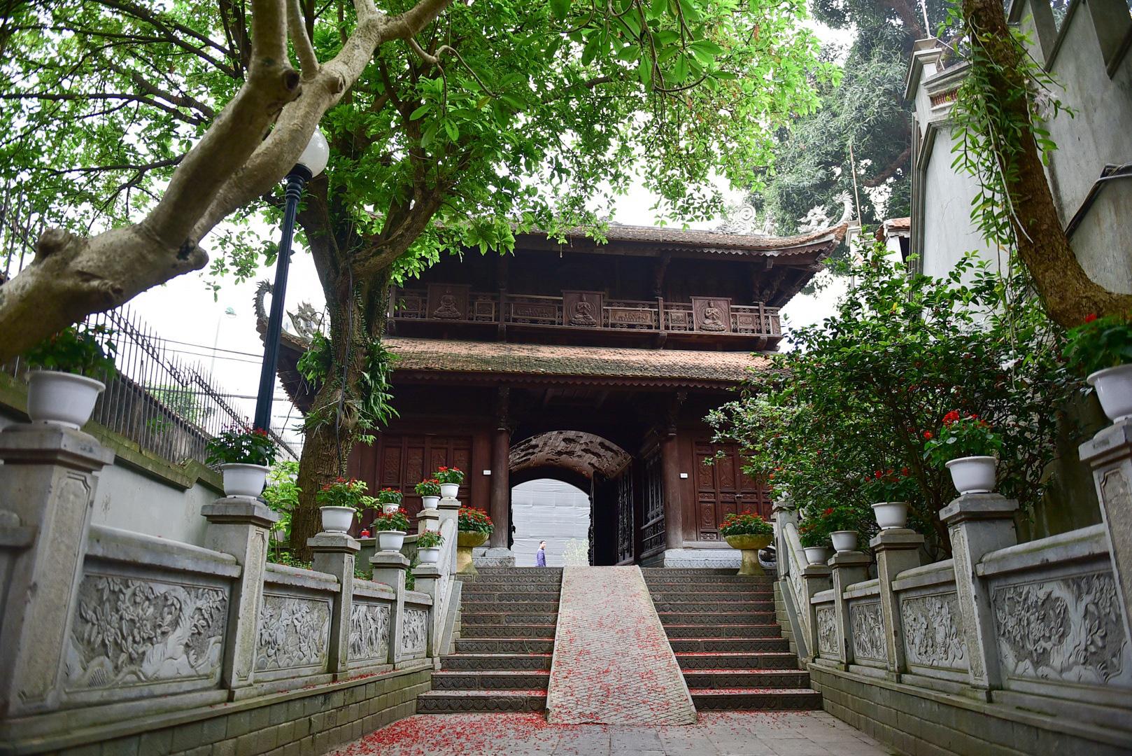 Tượng Phật từ đá quý nguyên khối trong ngôi chùa nghìn năm tuổi ở Hà Nội - Ảnh 5.