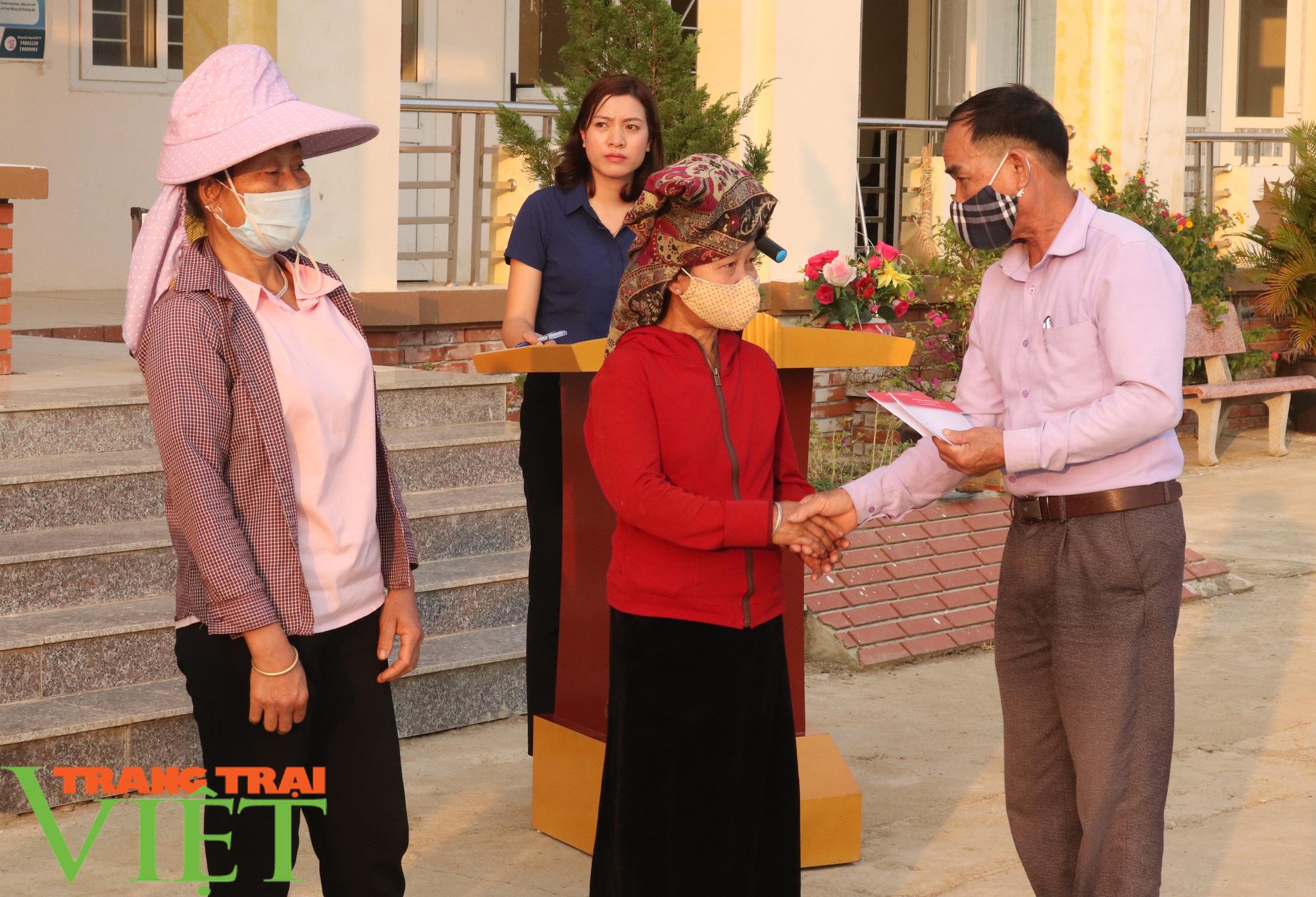 Báo NTNN/Dân Việt/Trang Trại Việt chung tay lo tết với nông dân nghèo Sơn La  - Ảnh 6.