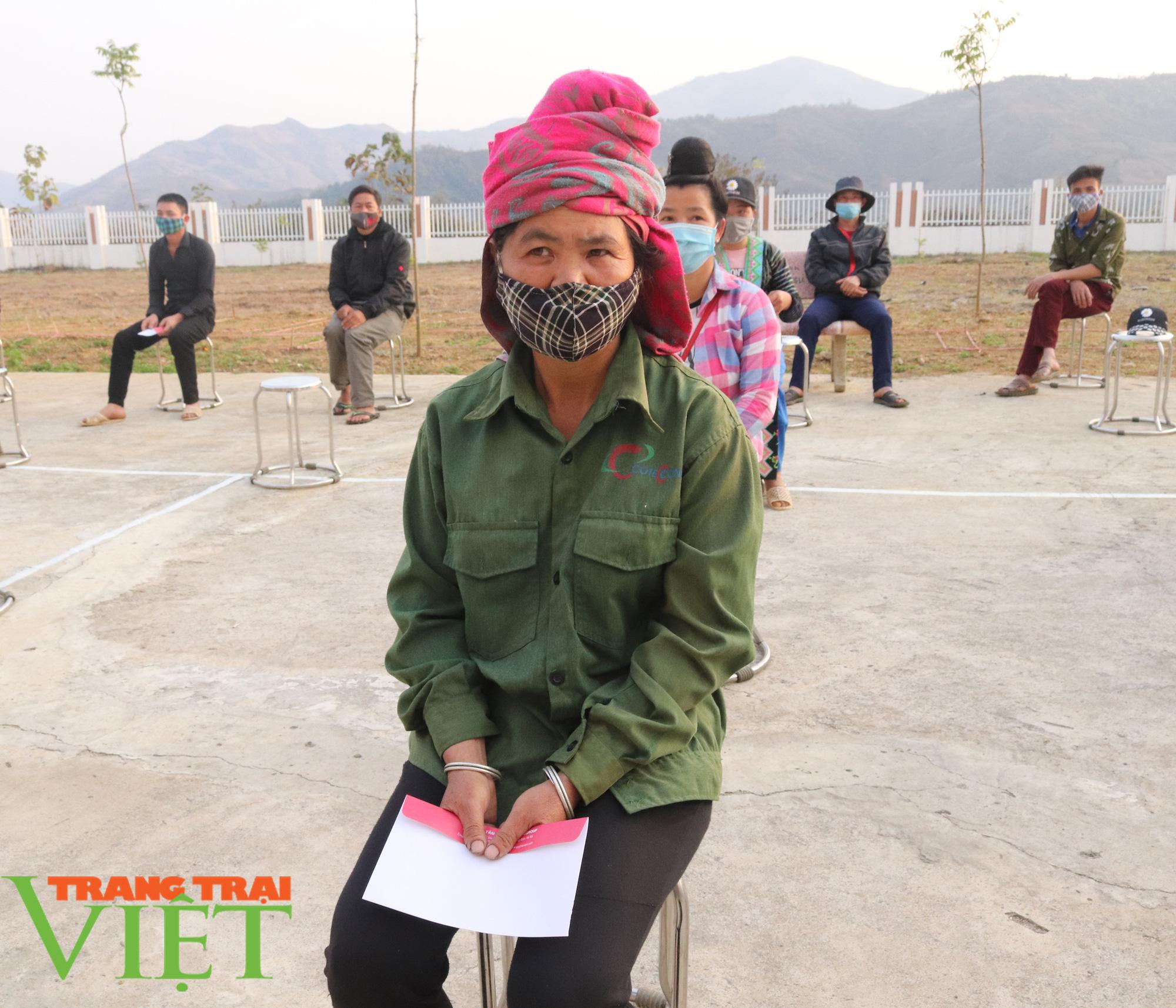 Báo NTNN/Dân Việt/Trang Trại Việt chung tay lo tết với nông dân nghèo Sơn La  - Ảnh 10.