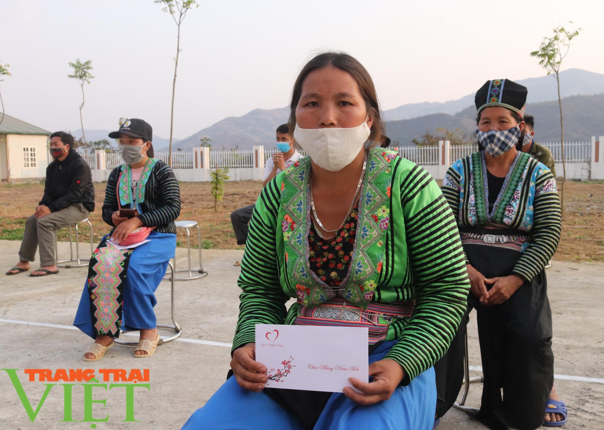 Báo NTNN/Dân Việt/Trang Trại Việt chung tay lo tết với nông dân nghèo Sơn La  - Ảnh 9.