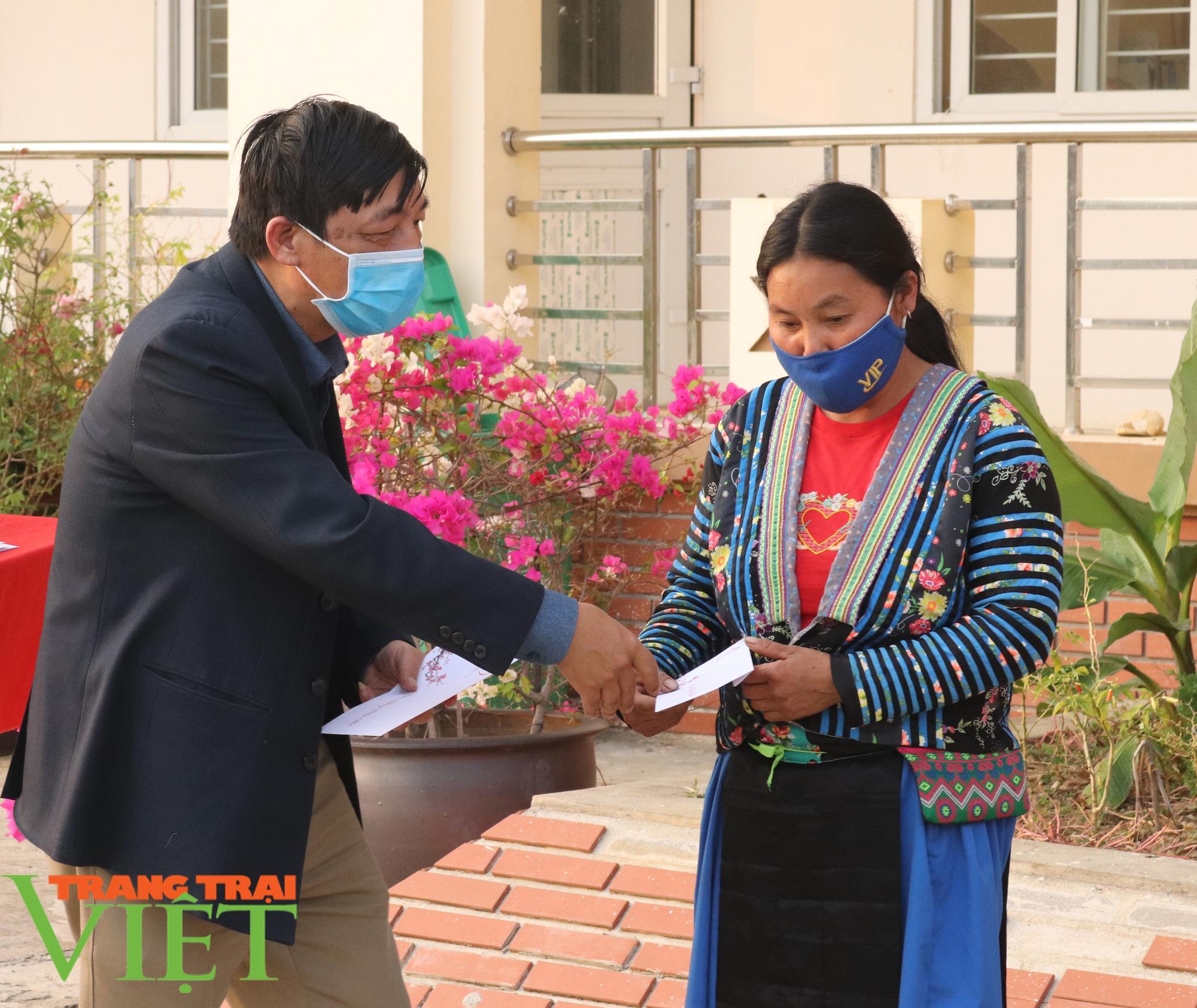 Báo NTNN/Dân Việt/Trang Trại Việt chung tay lo tết với nông dân nghèo Sơn La  - Ảnh 3.