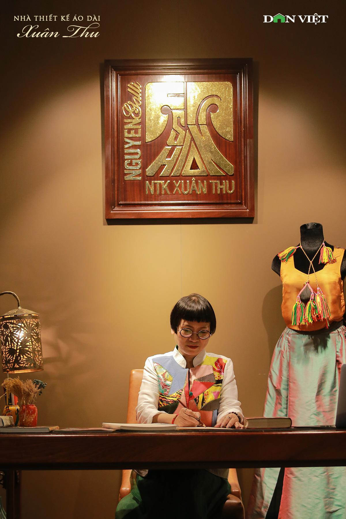 """NTK áo dài Xuân Thu: """"Tôi không có sản phẩm thời trang nào nhạt nhẽo"""" - Ảnh 2."""