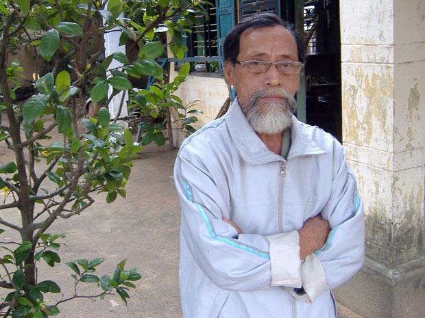 """Nhà văn """"lão nông"""" Ngô Phan Lưu vẫy tay chào Tết - Ảnh 1."""