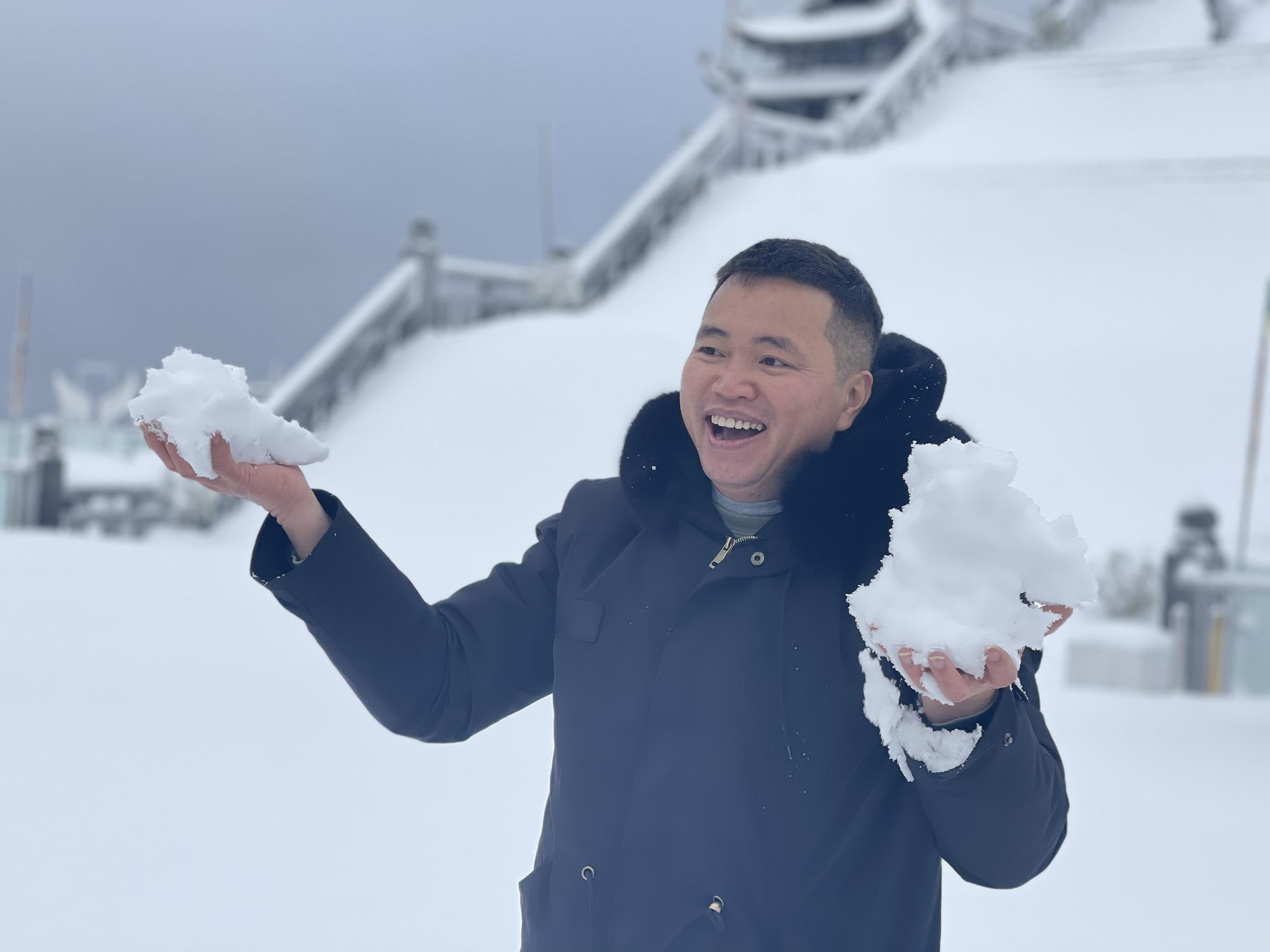 Cảnh đẹp mê ly trên đỉnh Fansipan trong ngày tuyết rơi dày chưa từng có - Ảnh 5.