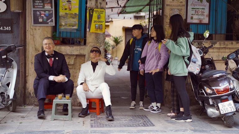 Clip hot: Trò chuyện và cùng nghe Đại sứ Mỹ chúc tết theo phong cách rap Việt - Ảnh 5.