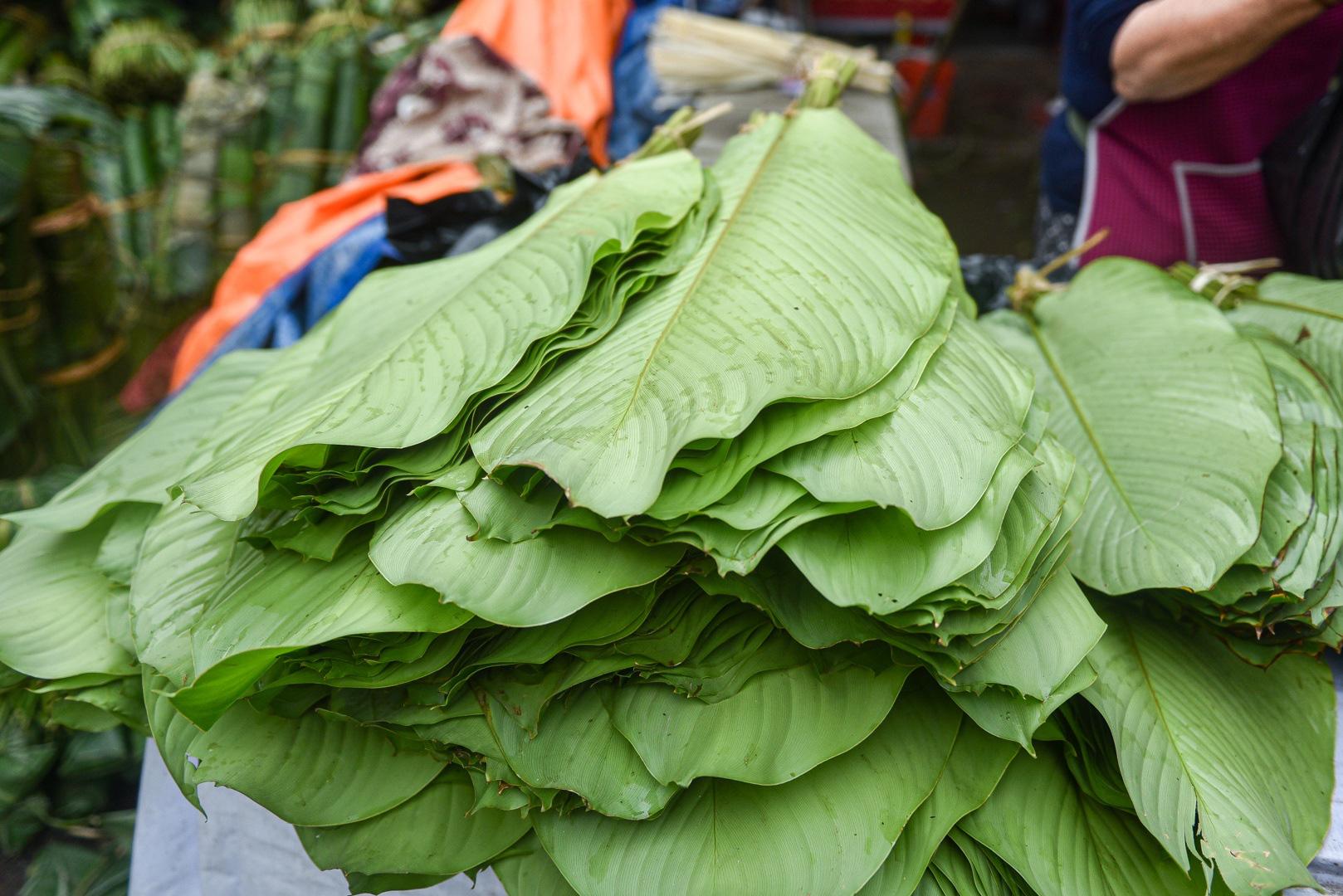 Phiên chợ họp ngày cuối năm, chỉ bán lá dong rừng, lạt tre ở Hà Nội - Ảnh 5.