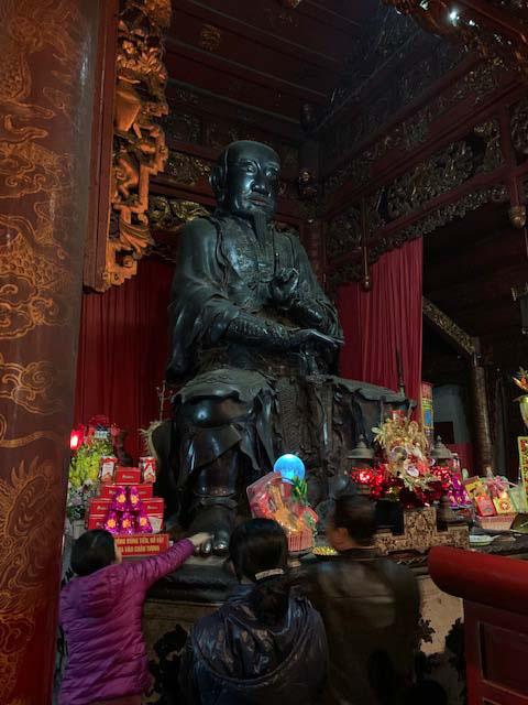 Những điều cấm kỵ khi du khách đi lễ chùa - Ảnh 4.