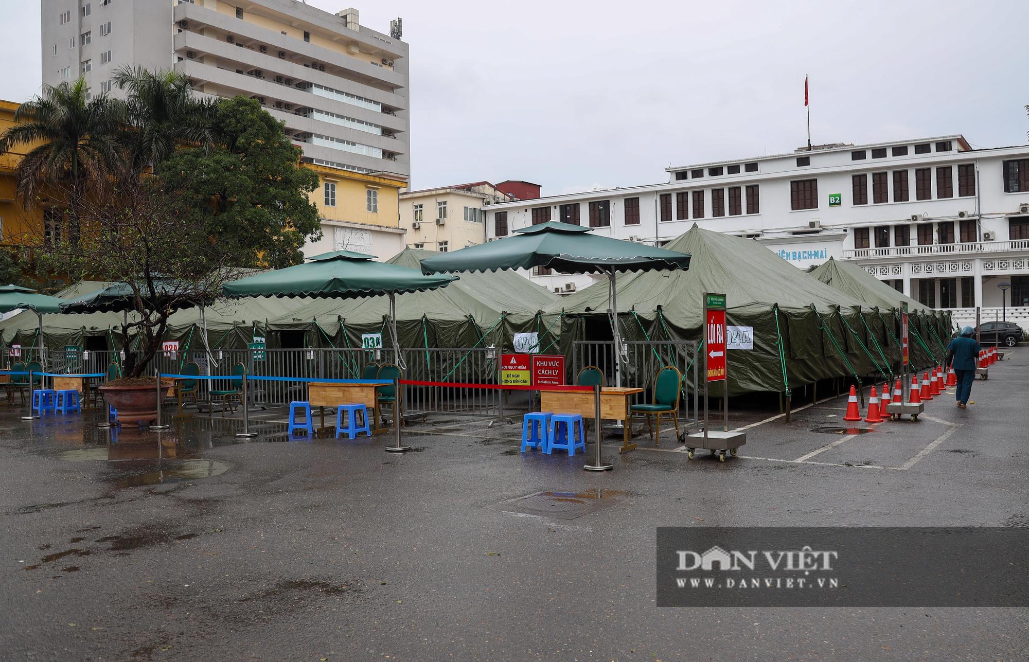 Cận cảnh bệnh viện dã chiến xây trong 4 tiếng ở Hà Nội  - Ảnh 1.