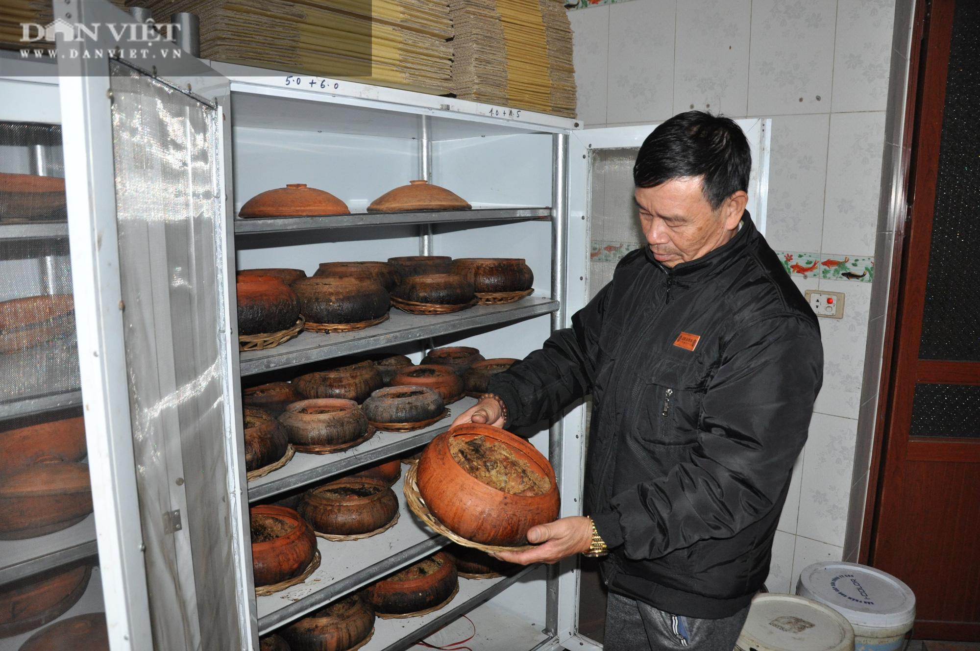 Không ngờ chỉ pha trộn gia vị đơn giản này mà lão nông Hà Nam lại làm được món cá kho ngon nhất Việt Nam - Ảnh 1.