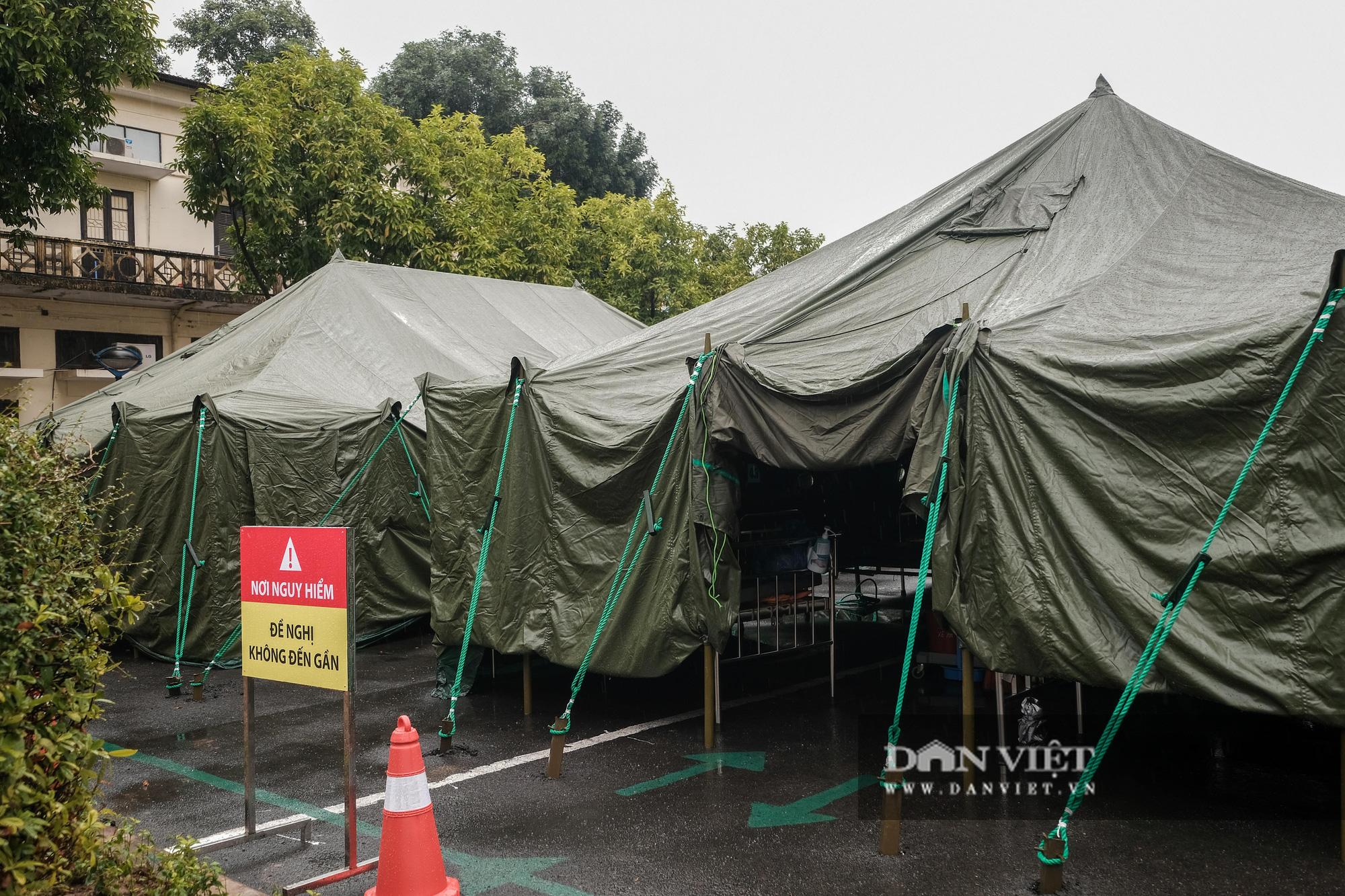 Cận cảnh bệnh viện dã chiến xây trong 4 tiếng ở Hà Nội  - Ảnh 2.