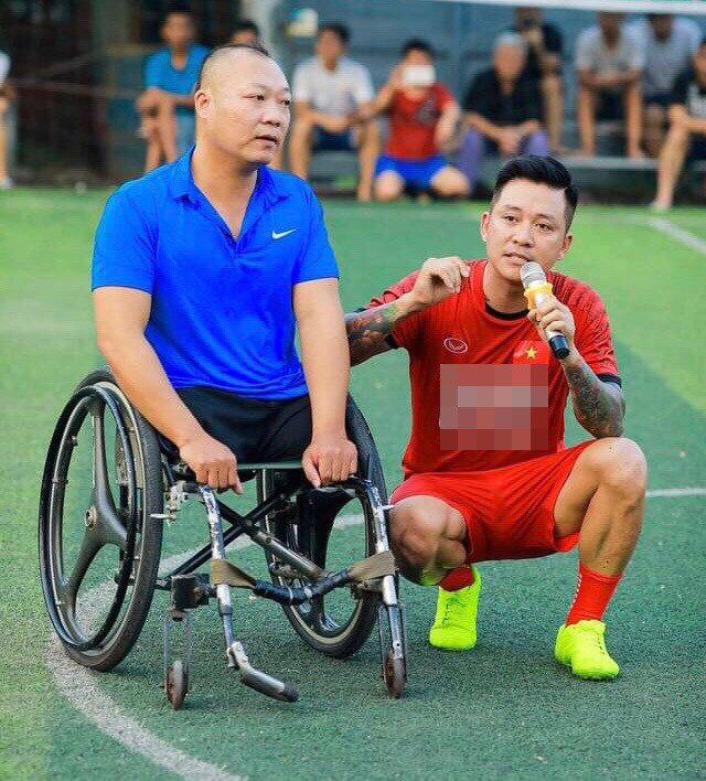 Tuấn Hưng quyên góp tiền mua nhà cho vợ chồng vận động viên khuyết tật - Ảnh 2.