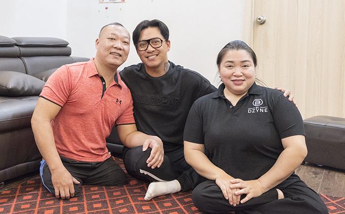 Tuấn Hưng quyên góp tiền mua nhà cho vợ chồng vận động viên khuyết tật - Ảnh 1.