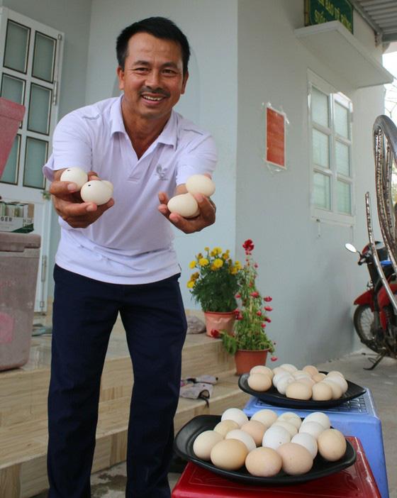 Bình Thuận: Dân ầm ầm đến xem dòng suối kỳ lạ khói bốc nghi ngút, nước sôi sủi bọt có thể luộc chín trứng - Ảnh 6.