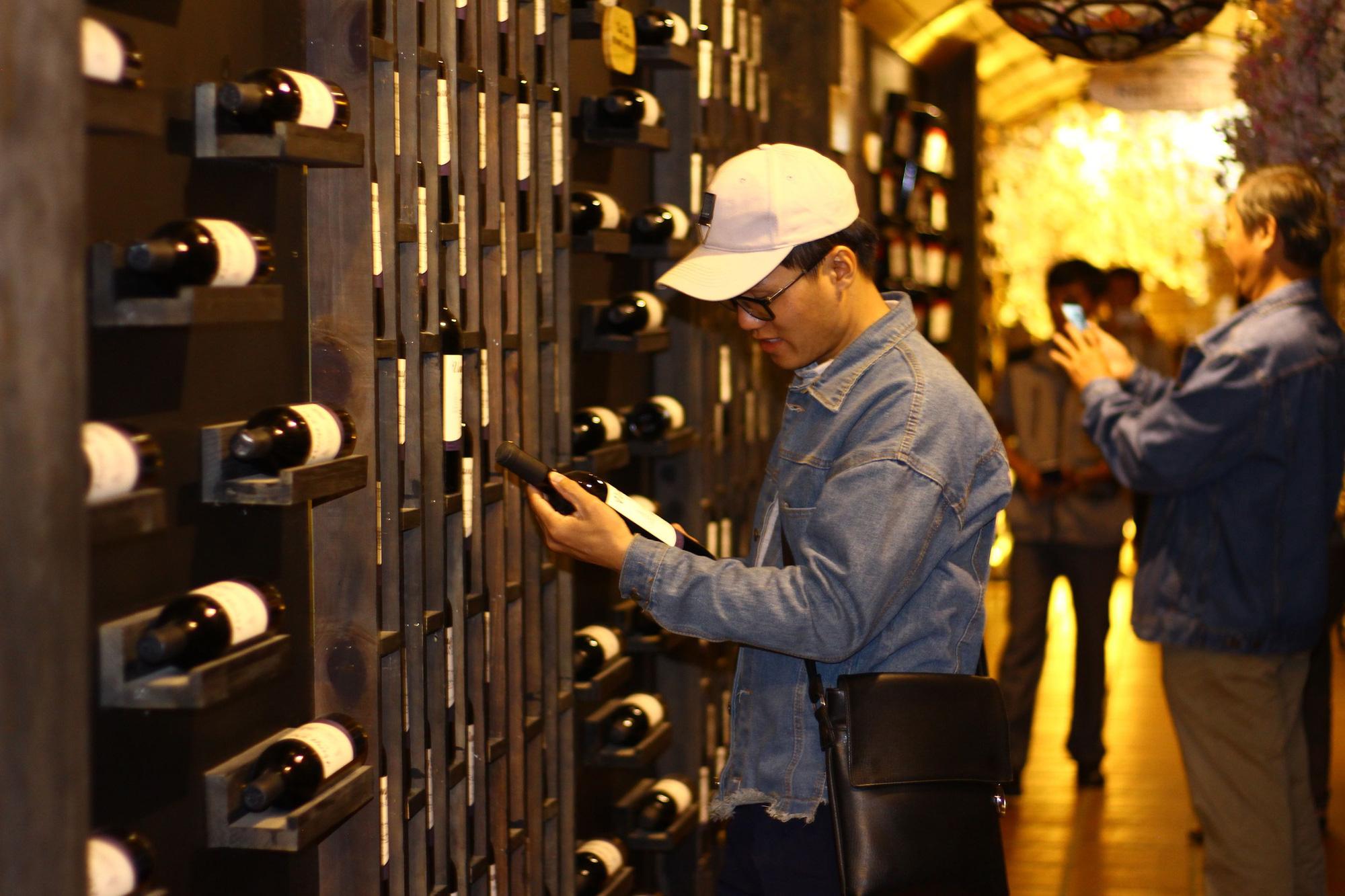 Tiết lộ khủng: Lâm Đồng sản xuất hơn 500.000 lít rượu thủ công năm 2020, tăng gần 350% so với cùng kỳ - Ảnh 2.