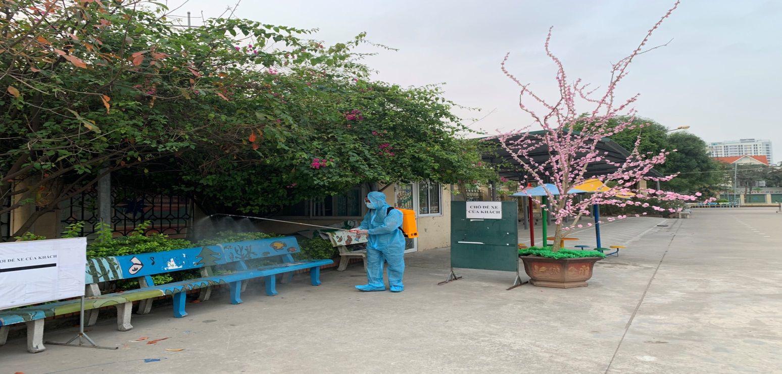 Trường học Hà Nội thần tốc tổng vệ sinh, phun khử trùng trước ngày đón 2 triệu học sinh - Ảnh 7.