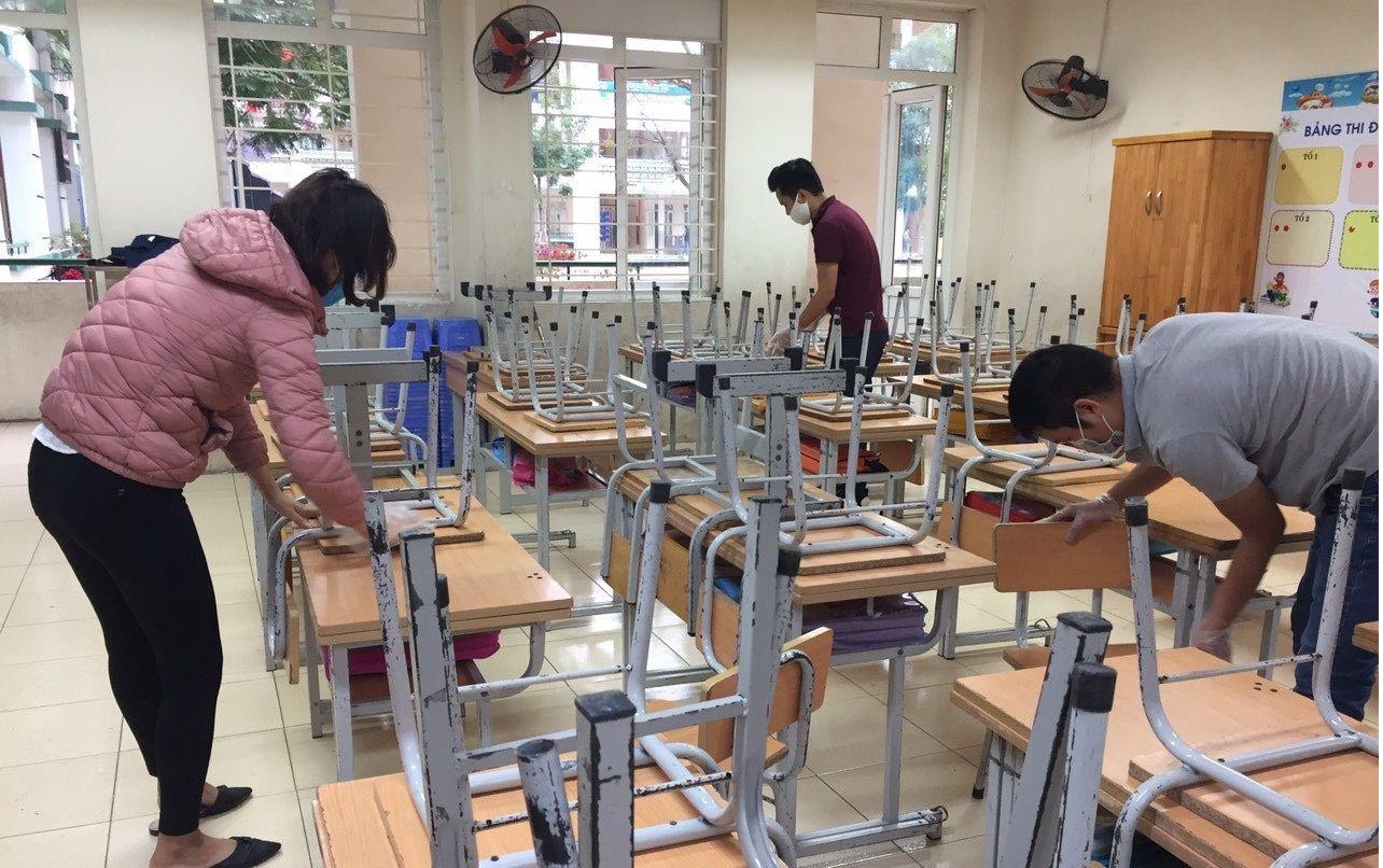 Trường học Hà Nội thần tốc tổng vệ sinh, phun khử trùng trước ngày đón 2 triệu học sinh - Ảnh 6.