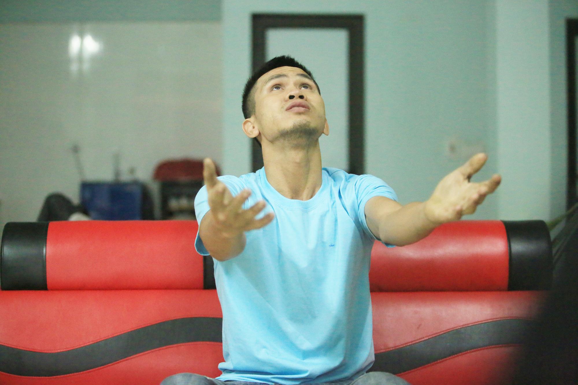 Những hình ảnh đời thường của người hùng Nguyễn Ngọc Mạnh - Ảnh 6.