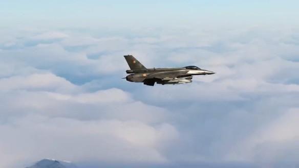 Vì sao Mỹ vẫn phải mua thêm chiến đấu cơ thế hệ 4, 5 khi đã có F-22 và F-35? - Ảnh 3.