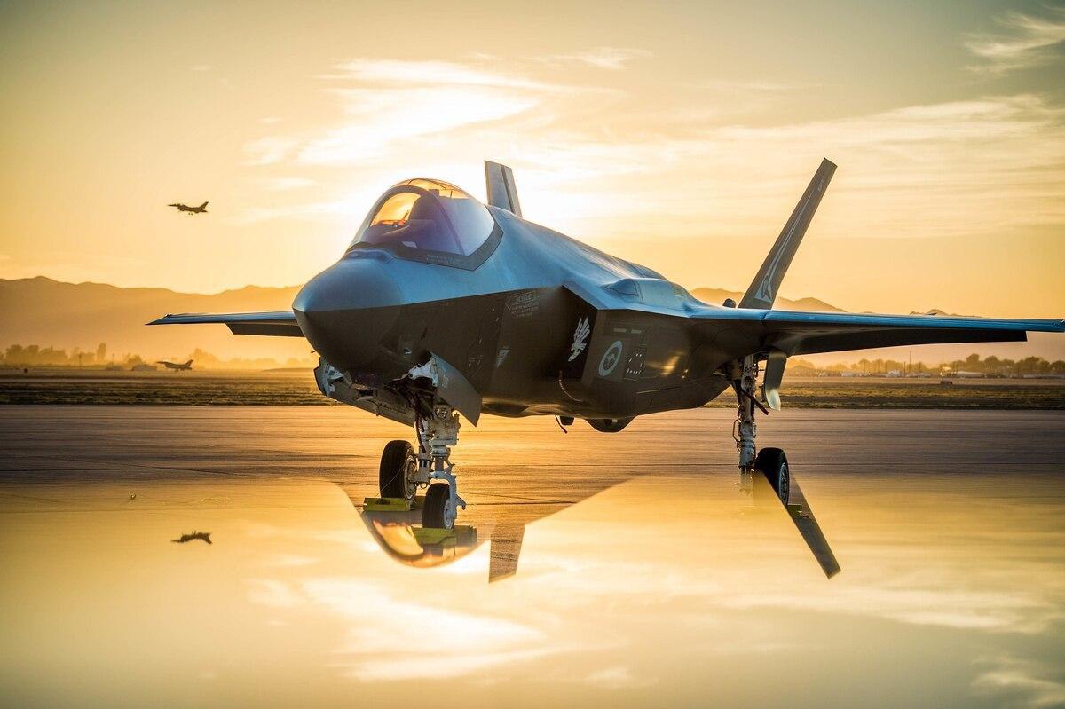 Vì sao Mỹ vẫn phải mua thêm chiến đấu cơ thế hệ 4, 5 khi đã có F-22 và F-35? - Ảnh 5.