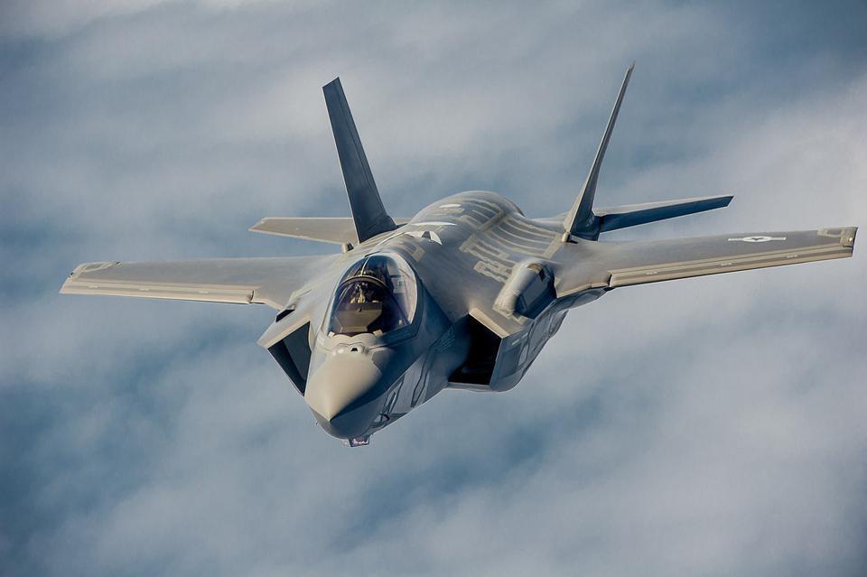Vì sao Mỹ vẫn phải mua thêm chiến đấu cơ thế hệ 4, 5 khi đã có F-22 và F-35? - Ảnh 7.
