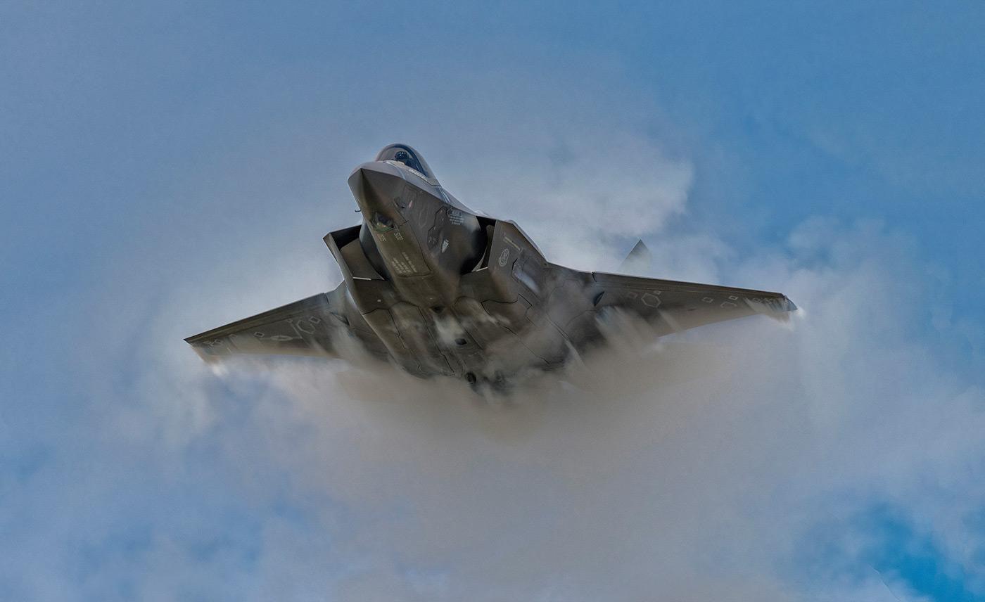 Vì sao Mỹ vẫn phải mua thêm chiến đấu cơ thế hệ 4, 5 khi đã có F-22 và F-35? - Ảnh 9.