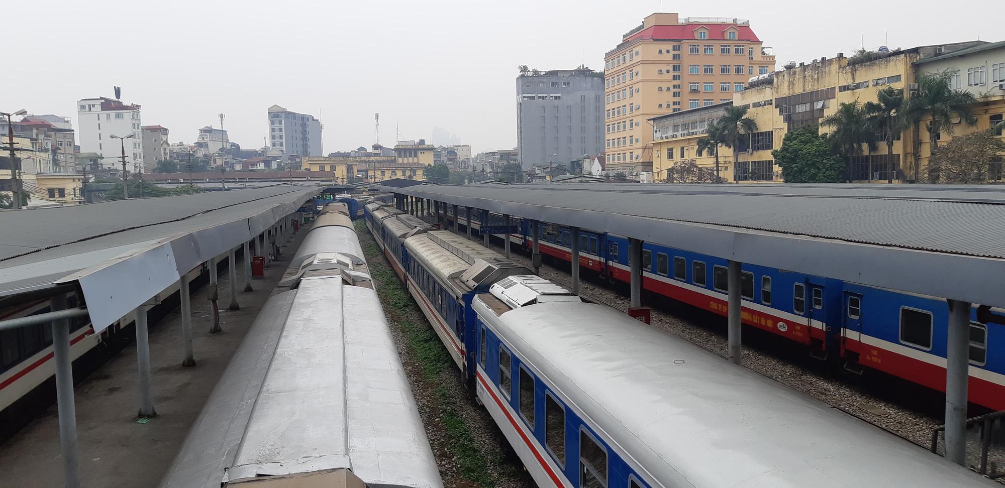 Đường sắt Bắc - Nam chạy lại các đôi tàu sau thời gian tạm dừng - Ảnh 1.