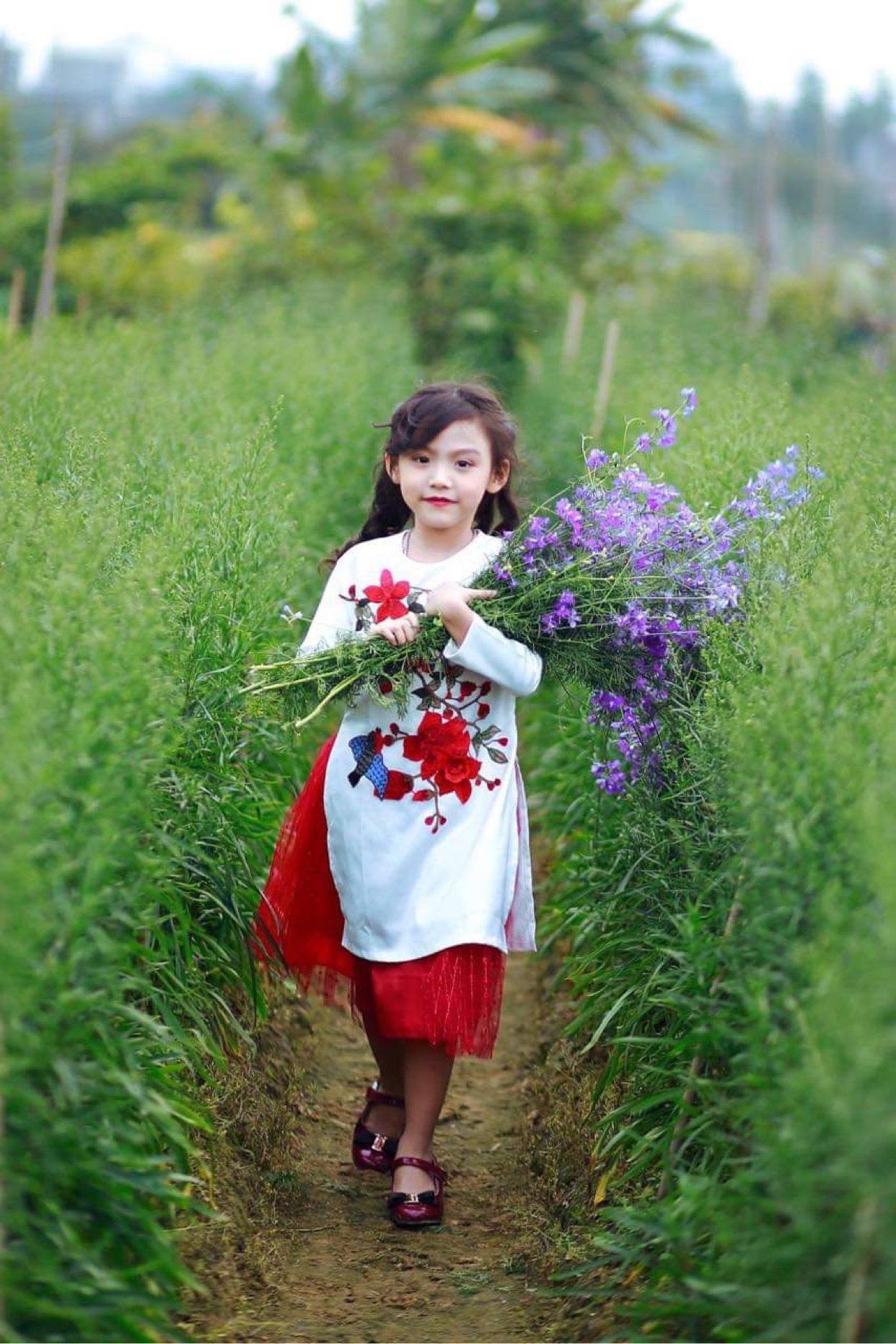 Quỳnh Vy: Nàng công chúa nhỏ đốn tim trong làng thời trang - Ảnh 1.