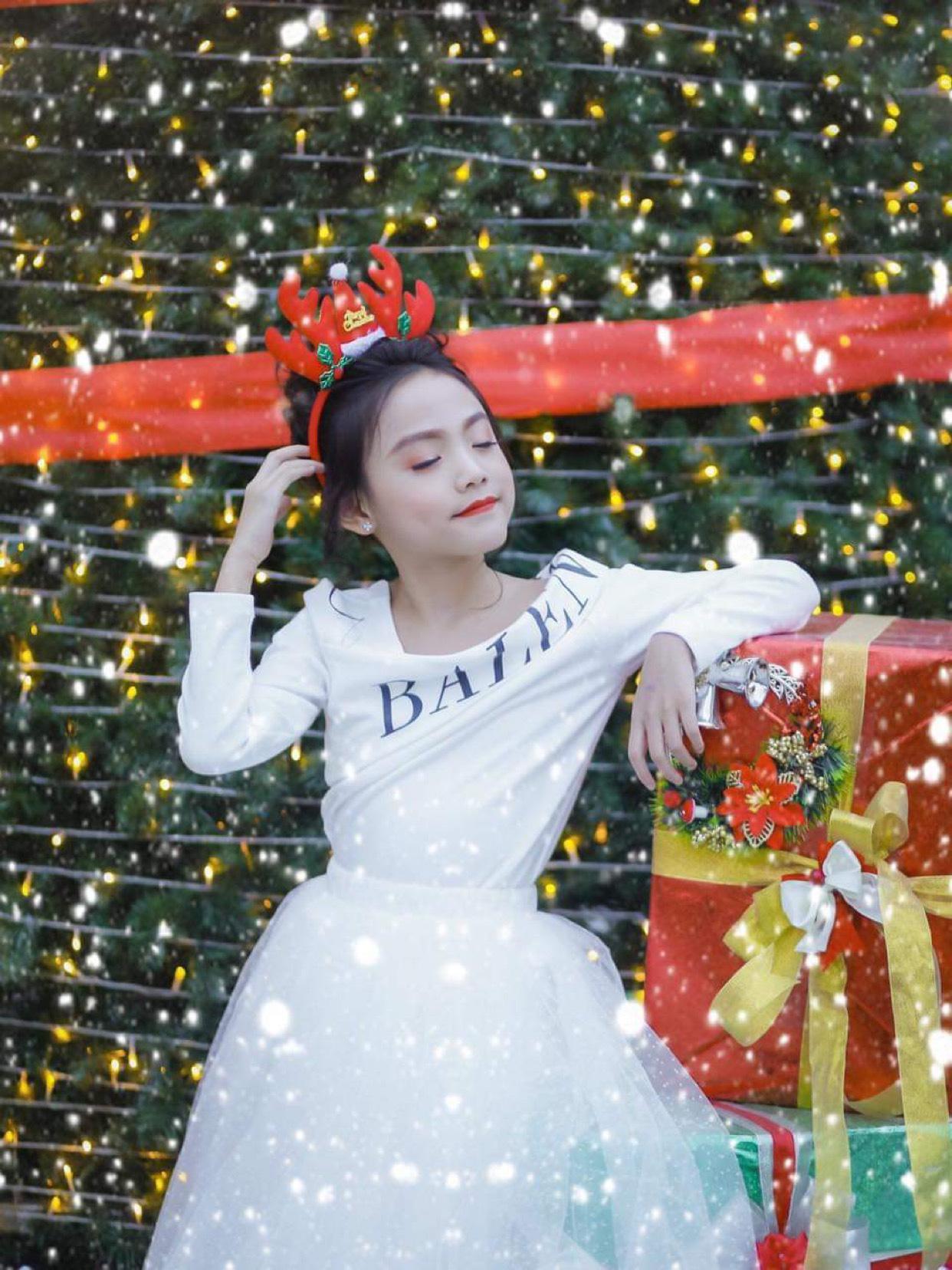 Quỳnh Vy: Nàng công chúa nhỏ đốn tim trong làng thời trang - Ảnh 4.