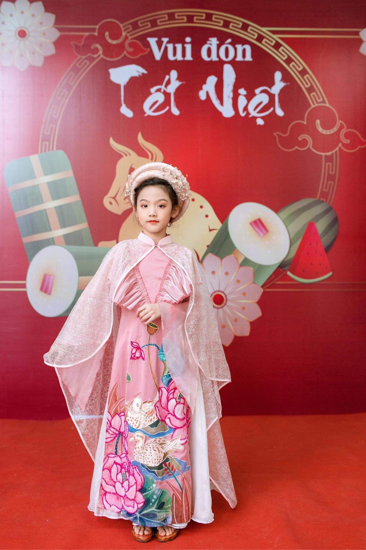 Quỳnh Vy: Nàng công chúa nhỏ đốn tim trong làng thời trang - Ảnh 5.