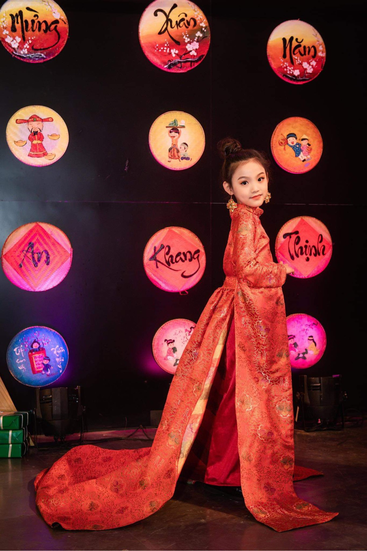 Quỳnh Vy: Nàng công chúa nhỏ đốn tim trong làng thời trang - Ảnh 6.